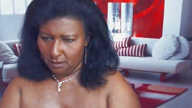 Melena Mason strips molhada na piscina os melhores vidios pornô