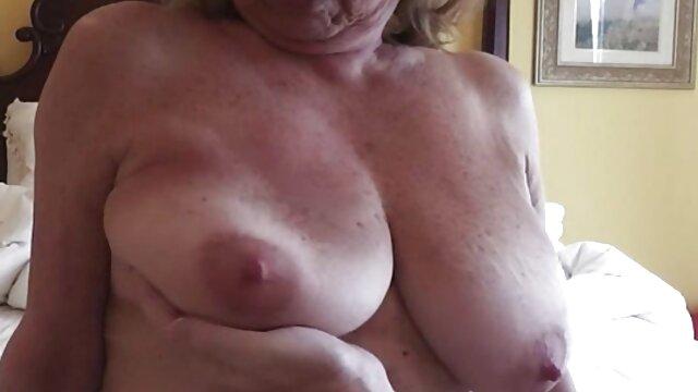Um tipo jeitoso faz-lhe os melhores filme pornô em hd migalhas de Rata com a sua Pila comprida.